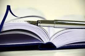 Buch blau mit edlem Füller silbern